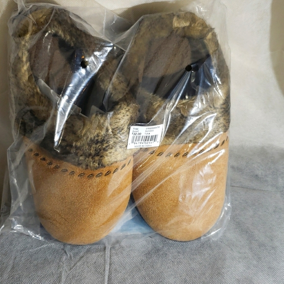 NWT Womens Isotoner Slippers